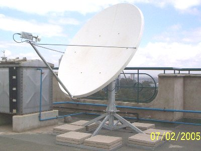 Ku band VSAT dish with non-pen mount