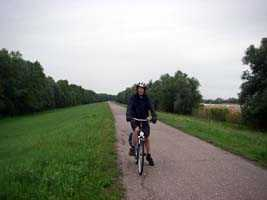 Cycling on quiet tracks along dykes