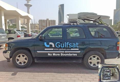 Vehicle with deployable satellite antenna