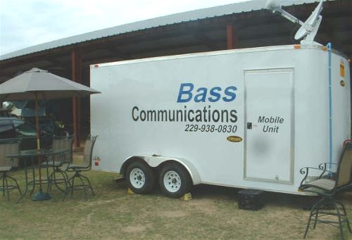 Mobile, trailer mounted satellite internet terminals, as for car, RV, truck, bus, emergency command centre etc