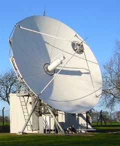 Large teleport hub satellite antenna