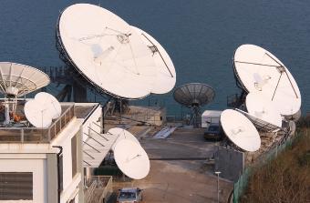 Large teleport hub antennas